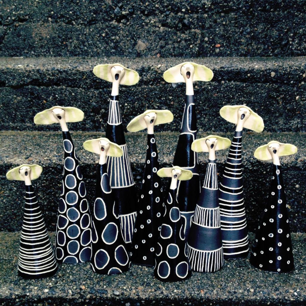 Svarte syngedamer, div mønster 25/30/35/40 cm 650/750/850/1250 kr (Andre prisar ved salg over disk i verkstaden)